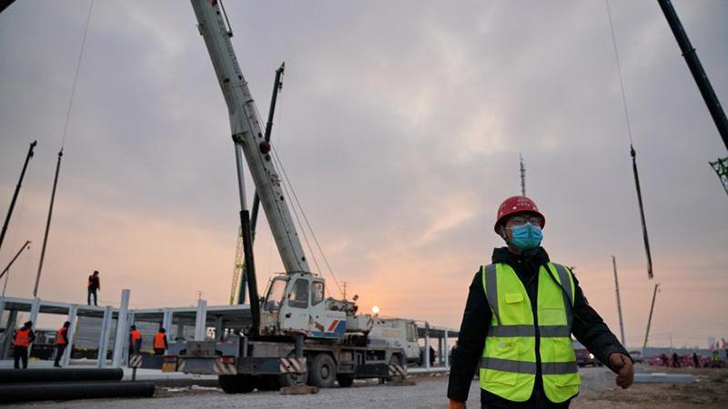 Technician aids construction of COVID-19 quarantine center in Shijiazhuang