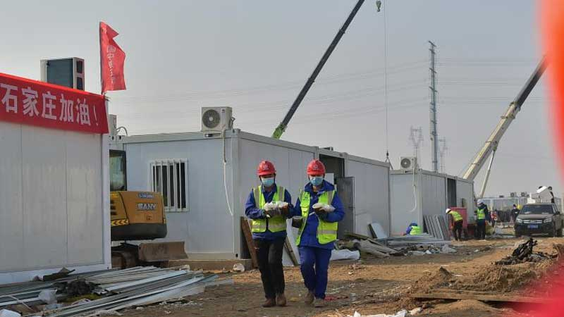 Pic story: father and son in construction site of COVID-19 quarantine center