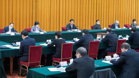 Top legislator stresses protecting Yangtze River through rule of law