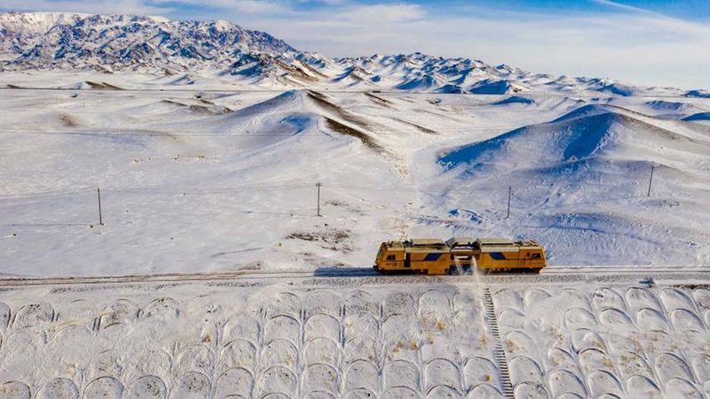 Young workers brave harsh natural environment to ensure safe operation of trains in Xinjiang