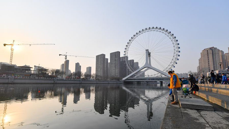 People enjoy leisure time in Tianjin, north China