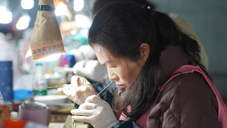 Pearl cultivation industry helps villagers increase income in Jiangxi