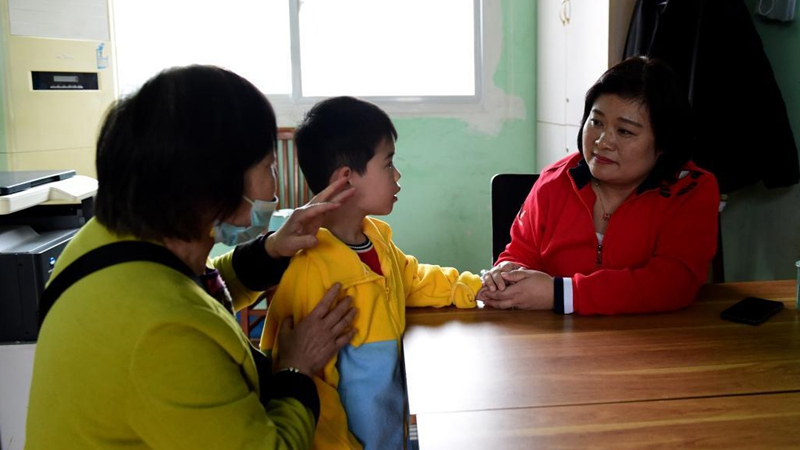 In pics: founder of training center for children with autism in E China