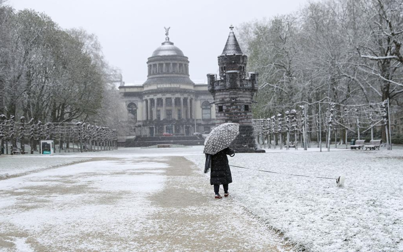 Brussels witnesses intermittent heavy snow