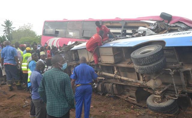 15 die in Kenya when two buses collide head-on