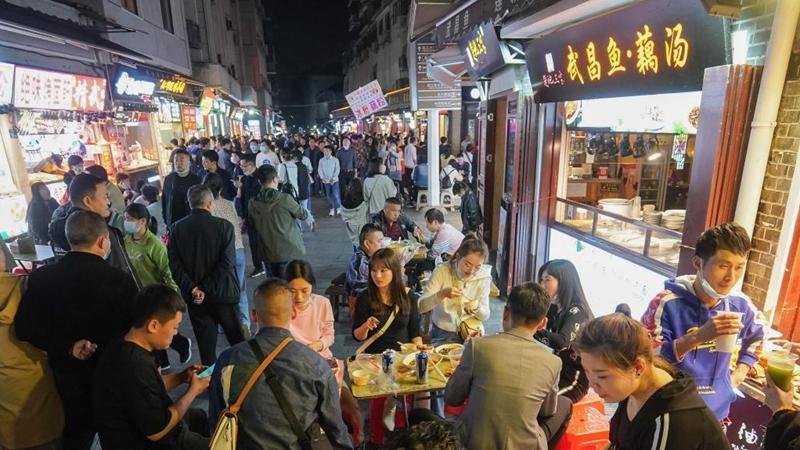 In pics: night life in Wuhan