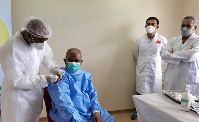 Comoros president receives injection of Chinese COVID-19 vaccine