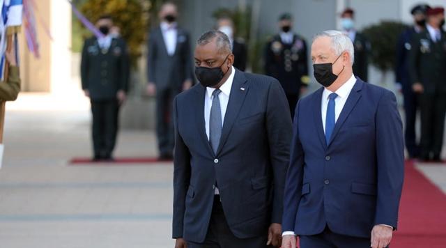 U.S. defense secretary visits Israel as world powers discuss Iran nuclear deal