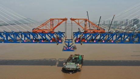 Jiaojiang grand bridge successfully joined together