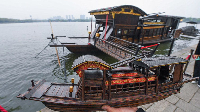 To carry forward the Red Boat Spirit, model-making craftsmen are on the move in E China's Zhejiang