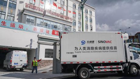Truck drivers drive dozens of hours to transport COVID-19 vaccines in China