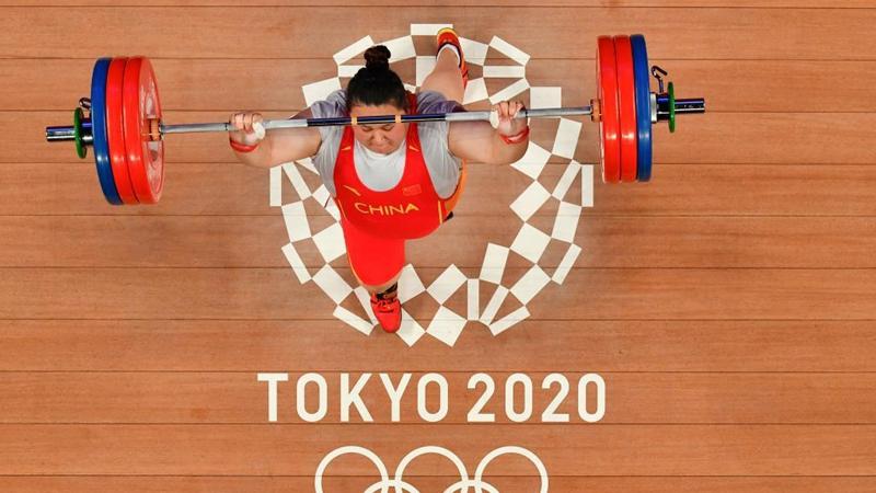 Chinese weightlifter Li dominates women's +87kg division at Tokyo 2020