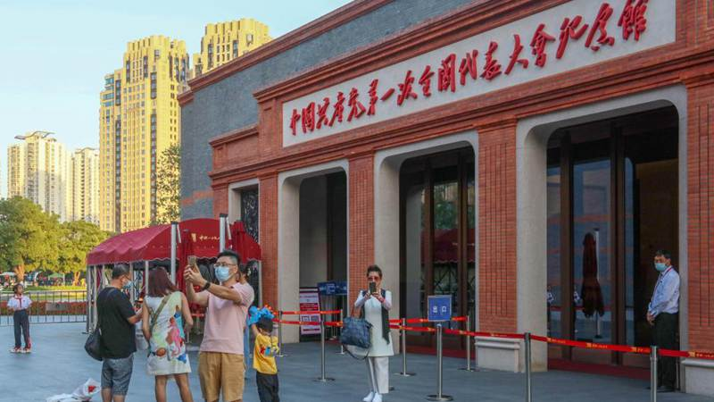 """""""Red sites"""" in Shanghai draw tourists during National Day holiday"""