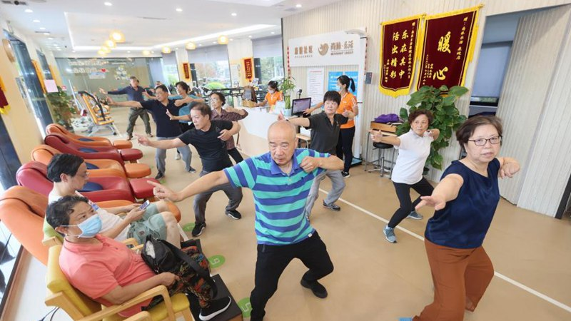 """Senior care center provides elders with """"one-stop"""" services in Shanghai"""