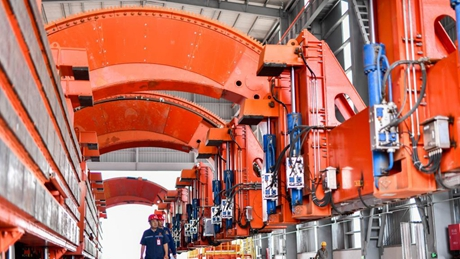 """""""Road-to-rail"""" project under construction in Qian'an Ctiy, Hebei"""