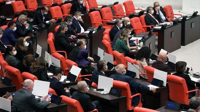 Turkish parliament ratifies motion on launching cross-border operations toward Iraq, Syria