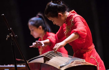 Egyptian university students enchanted by traditional Chinese music