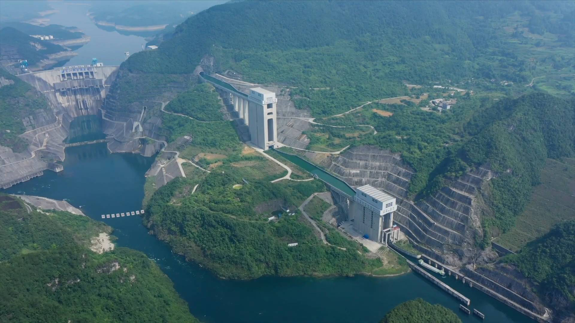 GLOBALink | Hydropower station in China's Guizhou adopts vertical lifts to transfer ships