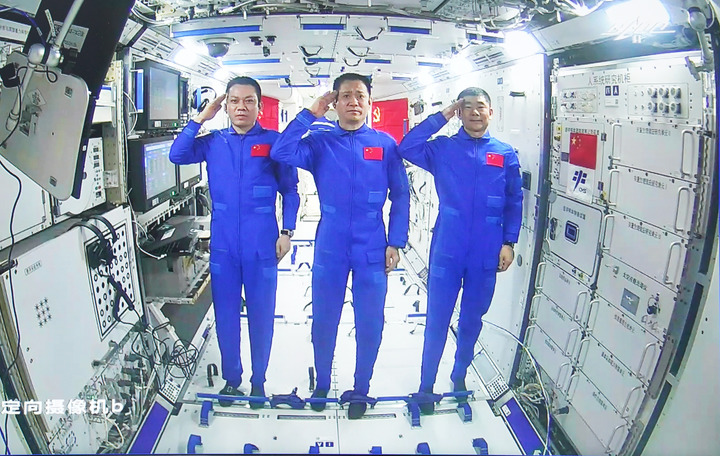 GLOBALink   Xi talks with astronauts stationed in space station core module