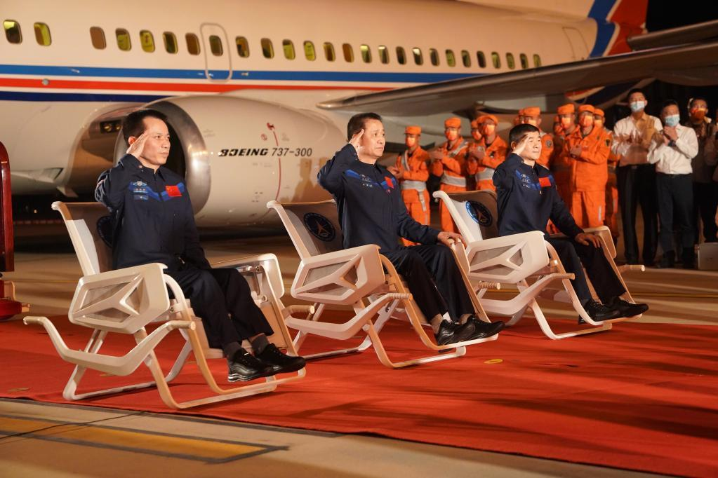 GLOBALink | Astronauts return home after China's longest space mission