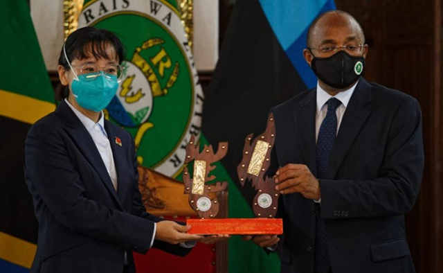 Tanzania's Zanzibar decorates Chinese medical team with special medals for outstanding work