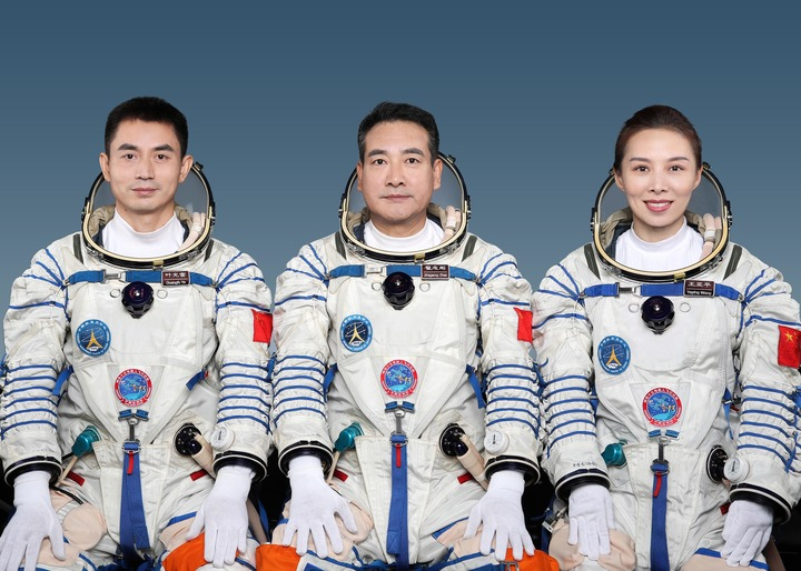 GLOBALink   China unveils Shenzhou-13 crew for space station mission