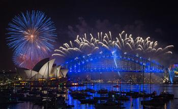 Annual Sydney fireworks show ushers in 2017