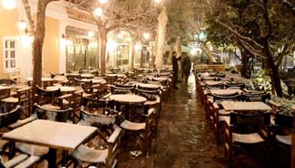 Large part of Greece hit by snowfalls