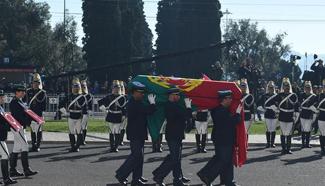 Portuguese bid farewell to deceased former president