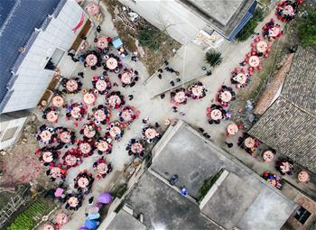 Villagers enjoy meal during neighborhood banquet in E China