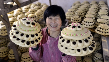 Jujube cakes made to send best wishes to upcoming Spring Festival in E China