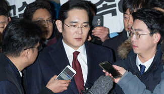 Samsung's heir apparent questioned as suspect over presidential scandal
