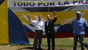 Colombian, French presidents visit demobilization camp in La Venta