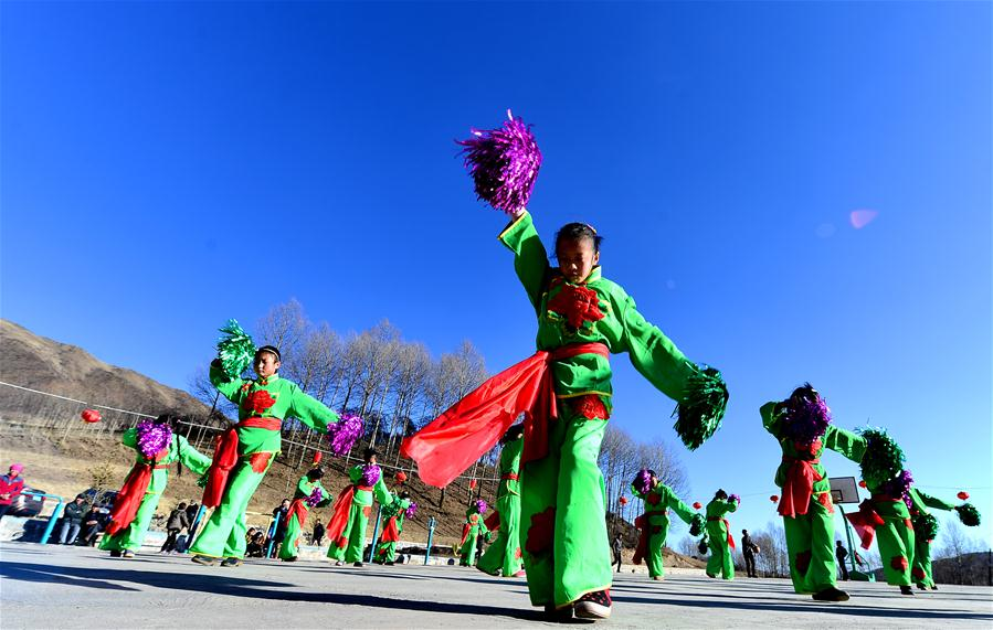 Farmers enjoy leisure time as Spring Festival draws near in NW China