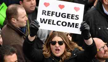 Trump's refugee ban sparks protests before White House, at over 30 U.S. airports