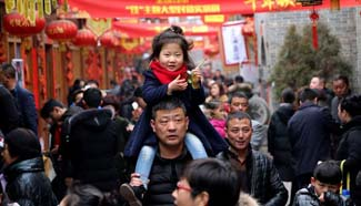 China tourism revenue surges in week-long holiday