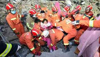 2 rescued, 7 dead in China home collapse