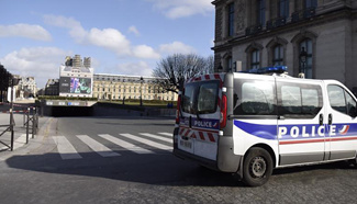 French soldier fires on attacker near Louvre Museum