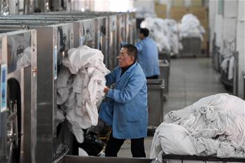Over 35,000 train beddings washed per day during Spring Festival