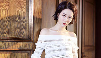 Actress Li Xirui releases fashion photos