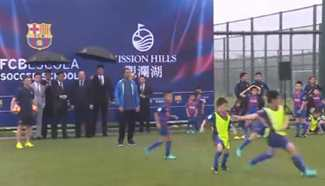 Ronaldinho plays football with Chinese kids