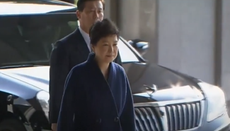 Park Geun-hye apologizes to the public, vows to undergo questioning faithfully