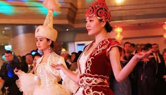 Silk road int'l fashion show held in Beijing