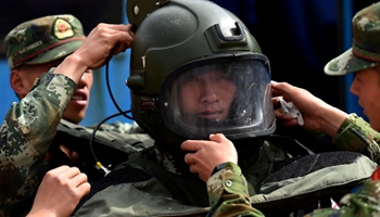 Experts of Yunnan Corps of CAPF take part in bomb disposal drill