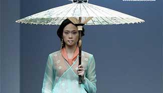 """In pics: collection show """"A Life On The Left"""" in Beijing"""