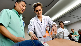 Pic story: foreign learner of traditional Chinese medicine