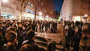 Chinese community holds protest in front of police station in Paris against death of one Chinese national