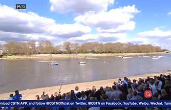 Cambridge, Oxford university rowers race through London