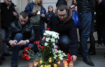 St Petersburg residents lay flowers to metro blast victims