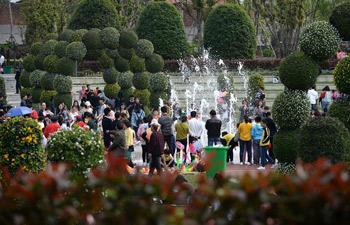 Tourists enjoy Qingming Holiday in east China's Jiangxi
